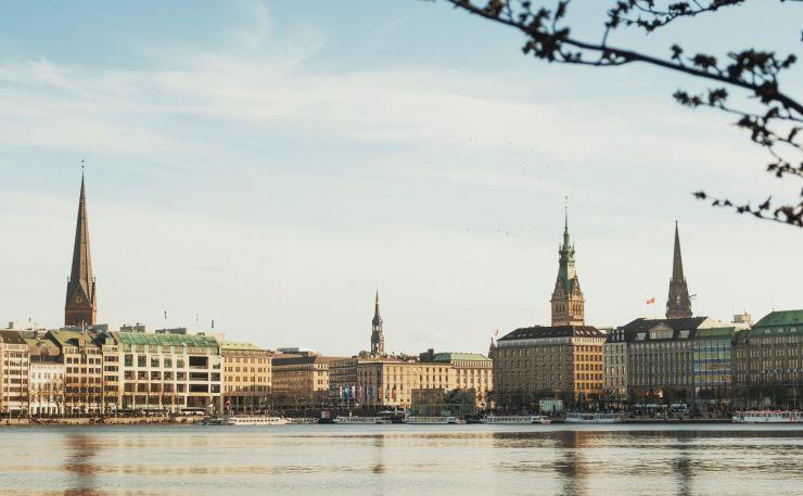 Wohnraum für Hamburg mit neuer Art der Finanzierung: Roscom, hypcloud und zinsbaustein.de realisieren erstes gemeinsames Projekt