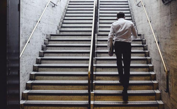 Der Durchschnitts-Crowdinvestor ist männlich: spendabel trotzt Krise