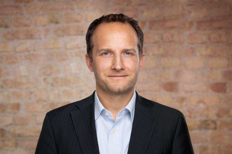 Björn Jüngerkes erweitert Geschäftsführung von zinsbaustein.de