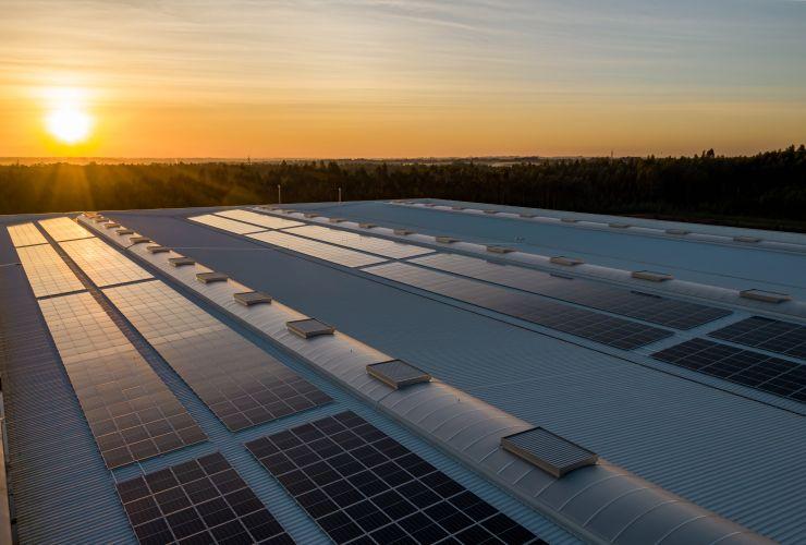 Zusammenarbeit von Innovestment und Rinovasol:  Durch Sanierung und Recycling von Solarmodulen die Energiewende vorantreiben