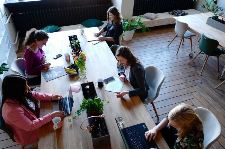 """Umfrage zum Frauentag: So """"tickt"""" die typische BERGFÜRST Anlegerin"""